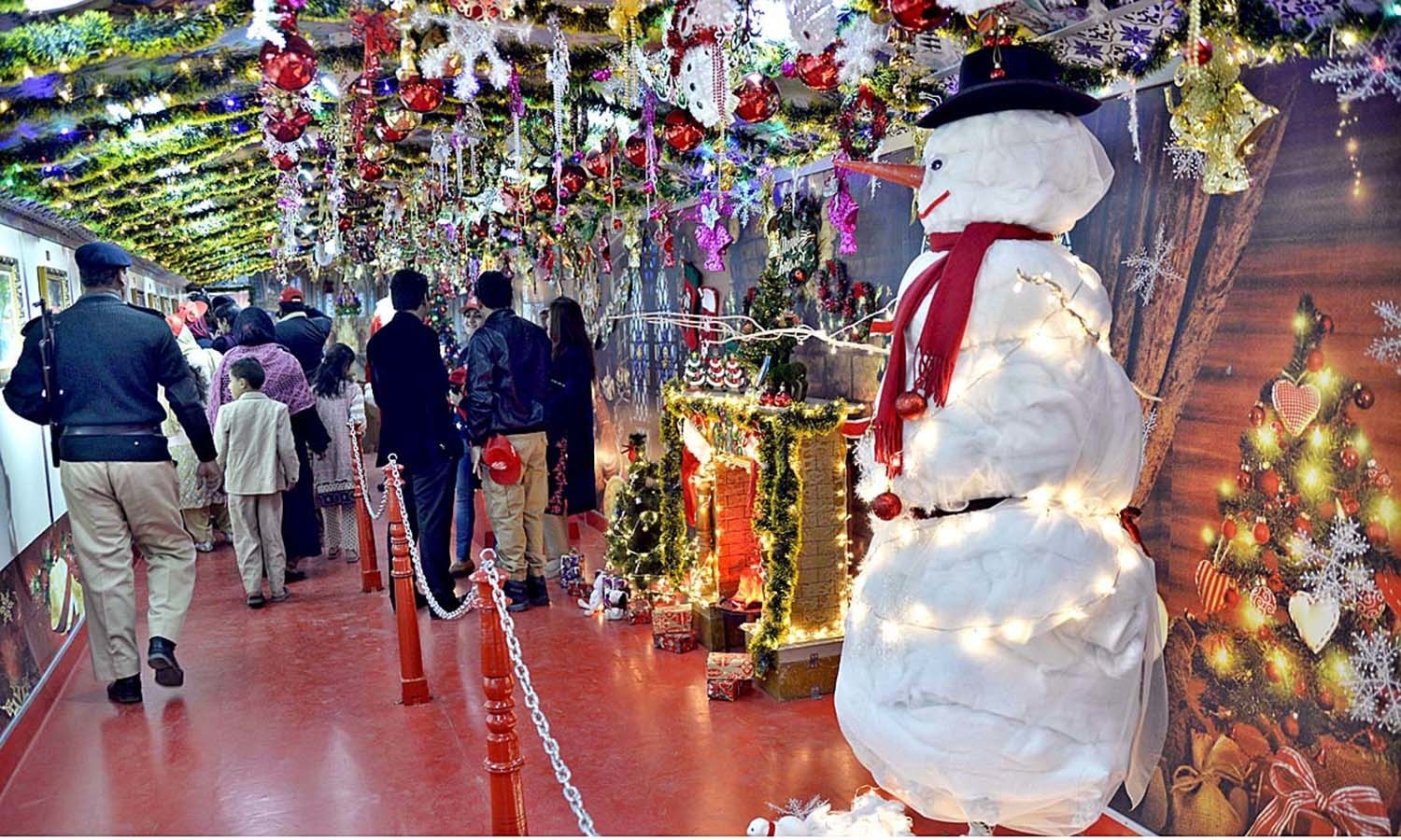 People viewing the first ever special Christmas train decorated with models of Santa Claus and other Christmas objects to mark the Christmas celebrations at railway station.─APP