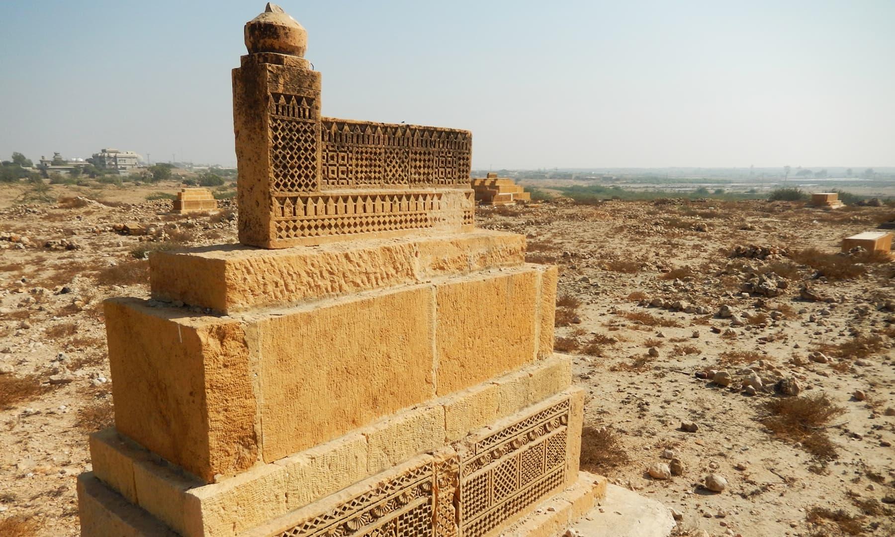 وادی پٹھو کے پاس موجود قدیم قبریں اور مقابر — تصویر ابوبکر شیخ