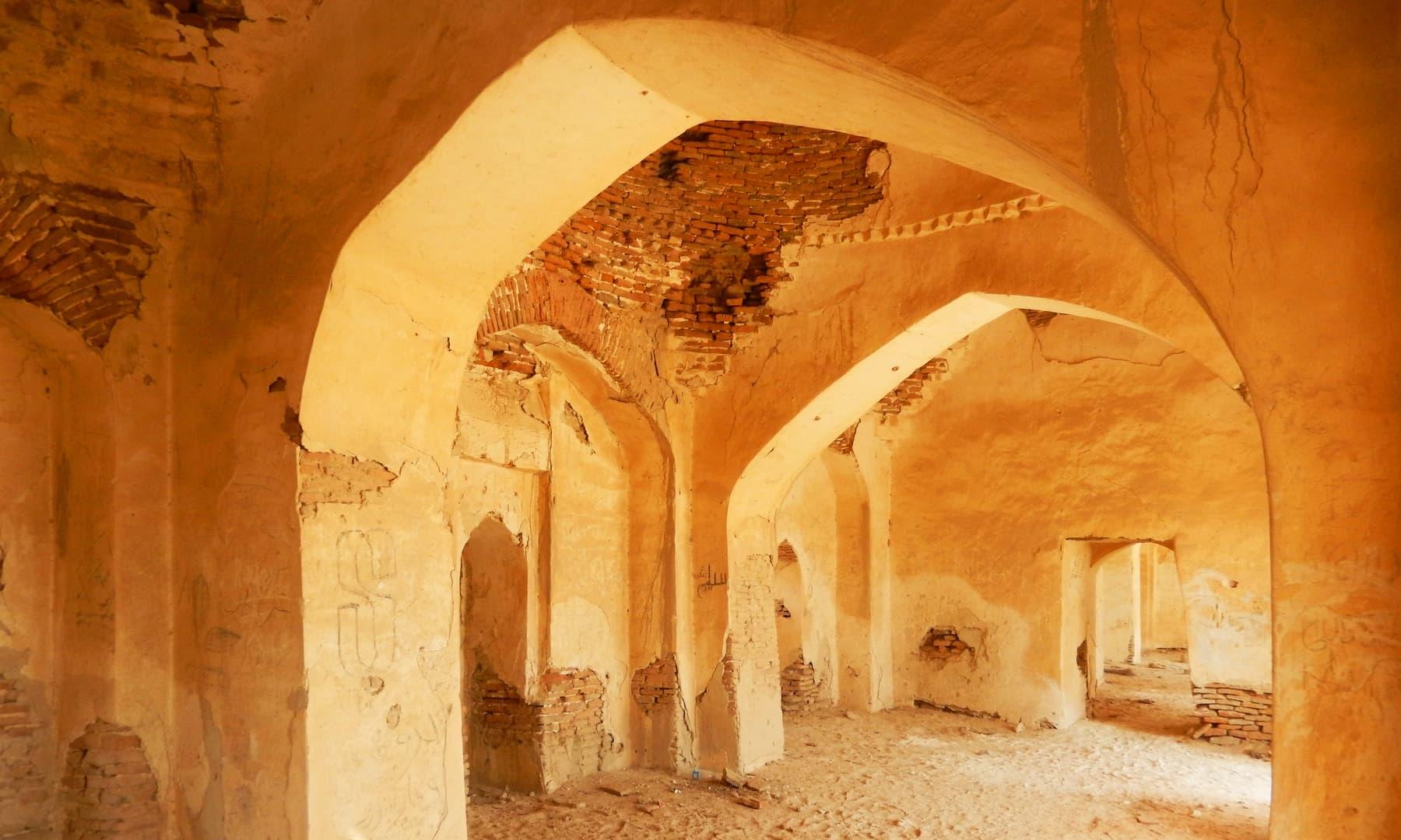 قدیم مسجد کی اندرونی طرز تعمیر — تصویر ابوبکر شیخ