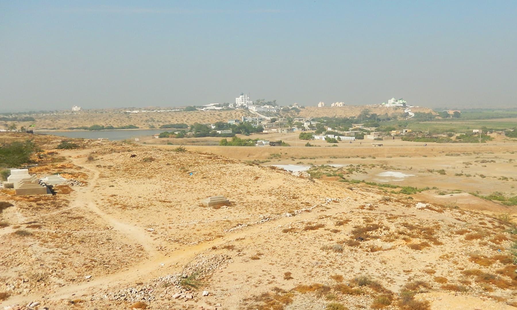روشنی مینار سے وادی کا نظارہ — تصویر ابوبکر شیخ