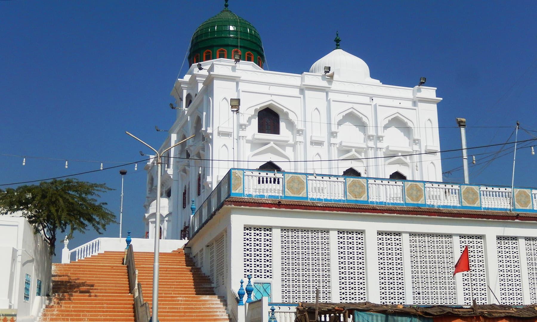 درگاہ شاہ جمیل شاہ ڈاتار — تصویر ابوبکر شیخ