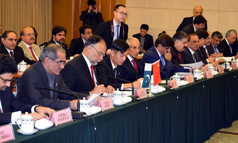 بیجنگ میں ہونے والے جے سی سی اجلاس میں شریک پاکستانی وفد — فوٹو بشکریہ سی پیک ویب سائٹ