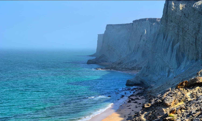 جزیرے کا یہ نظارہ جفاکش کوہ پیمانی کے بعد ہی نصیب ہوا — تصویر عباس علی طور