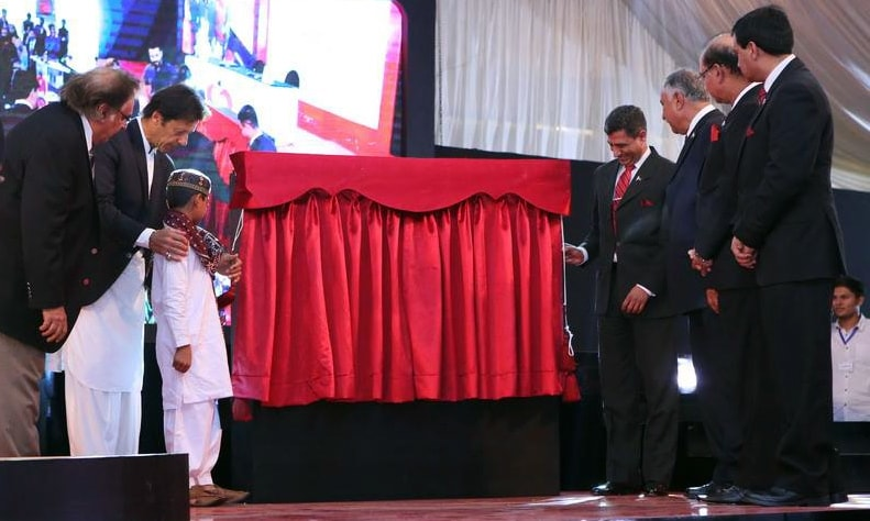 Imran Khan performs groundbreaking of Shaukat Khanum hospital in Karachi