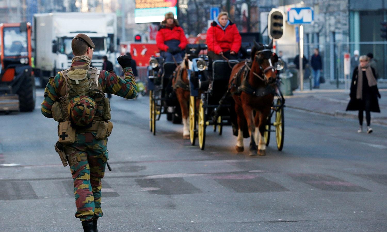 یورپی یونین کے ہیڈکوارٹر برسلز میں سیکیورٹی بڑھادی گئی ہے— فوٹو:رائٹرز