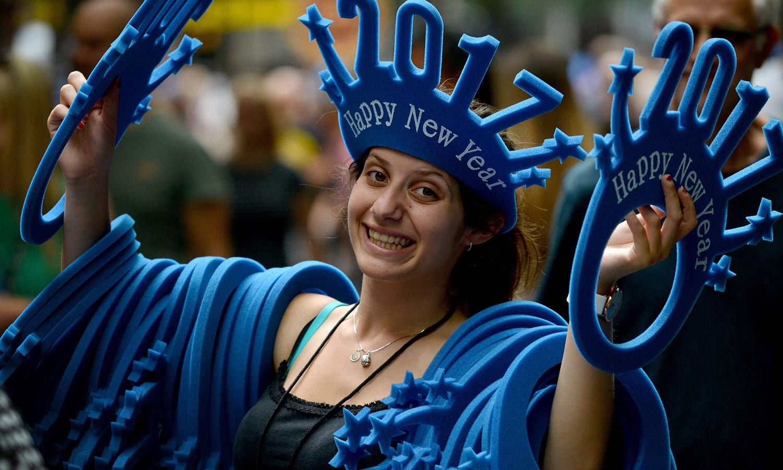 آسٹریلیا کے شہر سڈنی میں بھی لوگ سال نو کو خوش آمدید کہنے کے لیے بے تاب ہیں—فوٹو:اے ایف پی