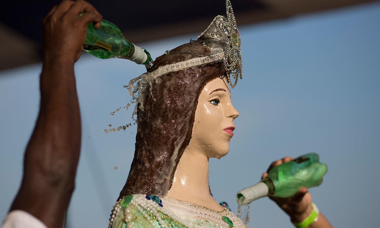 برازیل میں بھی نئے سال کو خوش آمدید کہنے کے لیے روایتی تیاریاں جاری ہیں—فوٹو:اے پی