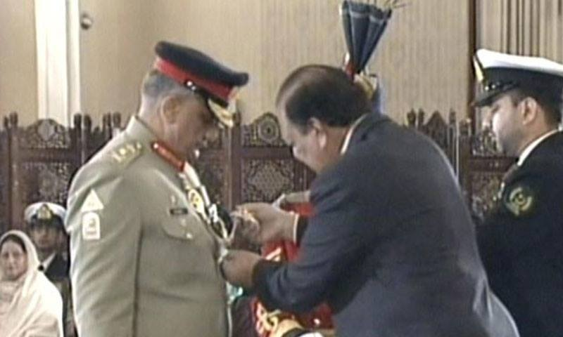 President conferring Nishan-i-Imtiaz on army chief Gen Qamar Javed Bajwa.— DawnNews