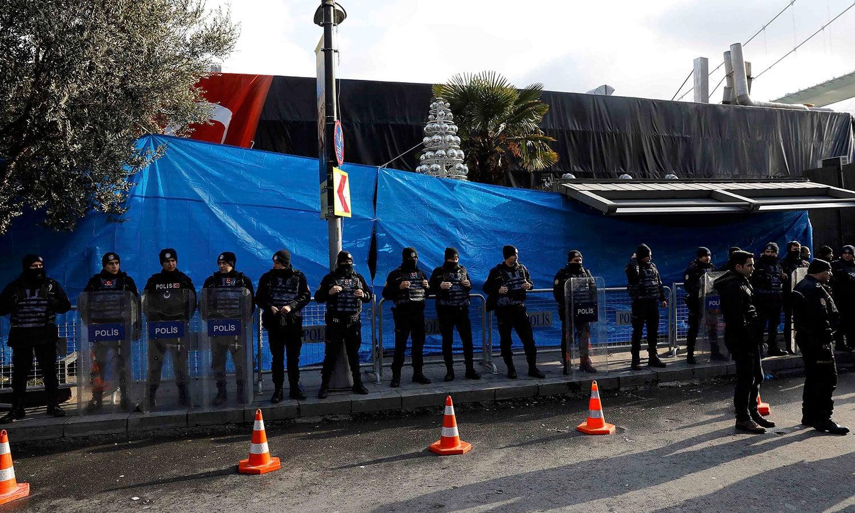 بعض میڈیا رپورٹس میں یہ بھی کہا جارہا ہے کہ حملہ آور سانتا کلاز کا لباس پہنا ہوا تھا — فوٹو / رائٹرز
