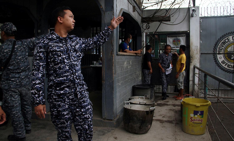 فورسز کی جوابی کارروائی میں 6 قیدی ہلاک بھی ہوئے— فوٹو / رائٹرز