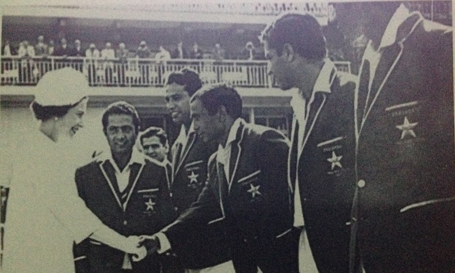 Hanif introduces the Pakistan team to the Queen of England (1967).