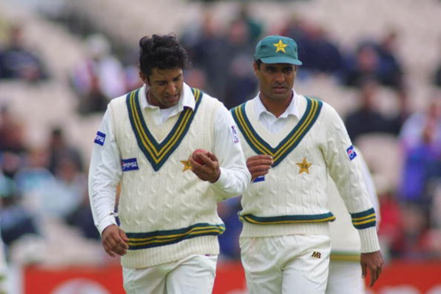 Waqar advising his fast bowling partner, Wasim.