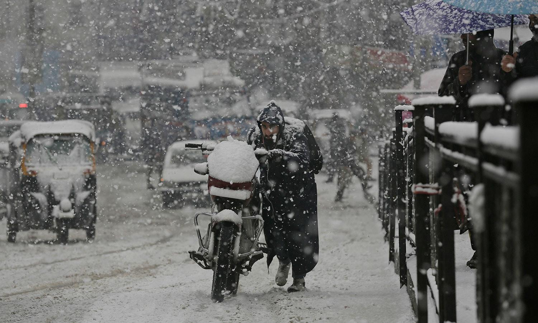 برفباری کا سلسلہ 4 روز جاری رہا—فوٹو: اے پی