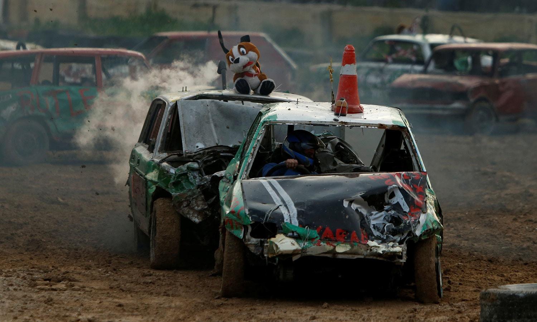 ڈرائیورز نے اپنی کاروں کو ریس کے آغاز سے قبل منفرد انداز میں سجا لیا تھا—فوٹو:رائٹرز