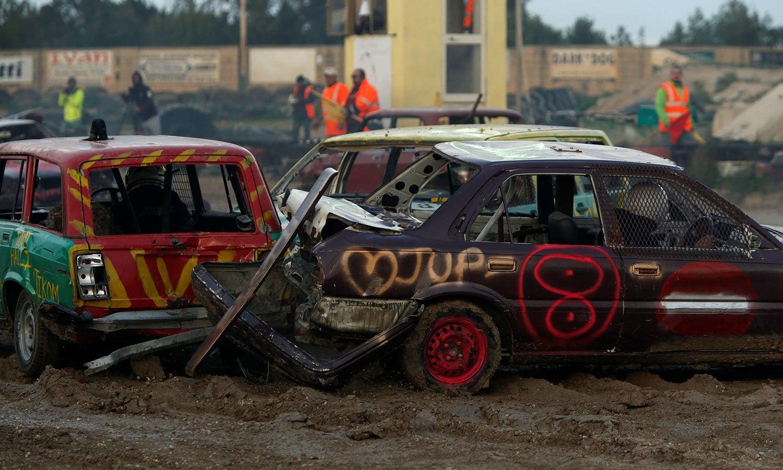 کار ریس ایک مشکل جگہ پر رکھی گئی تھی جہاں کاروں کو چلنے میں بھی دشواری کا سامنا کرنا پڑا—فوٹو:رائٹرز