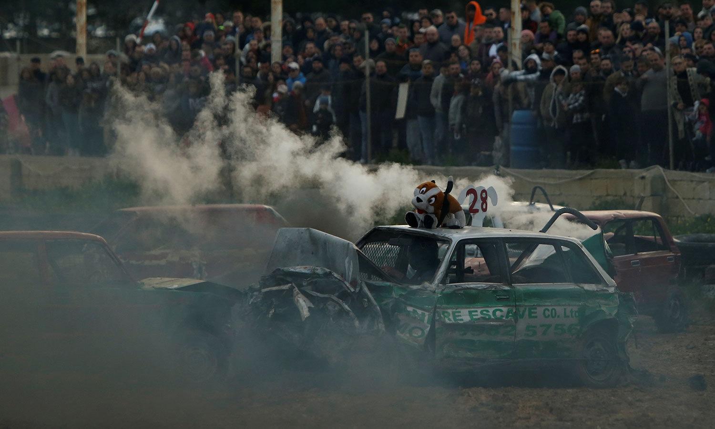 ریس کا فاتح وہ ڈرائیور ہوتا ہے جو آخرتک اپنی کار کو چلا سکے—فوٹو:رائٹرز