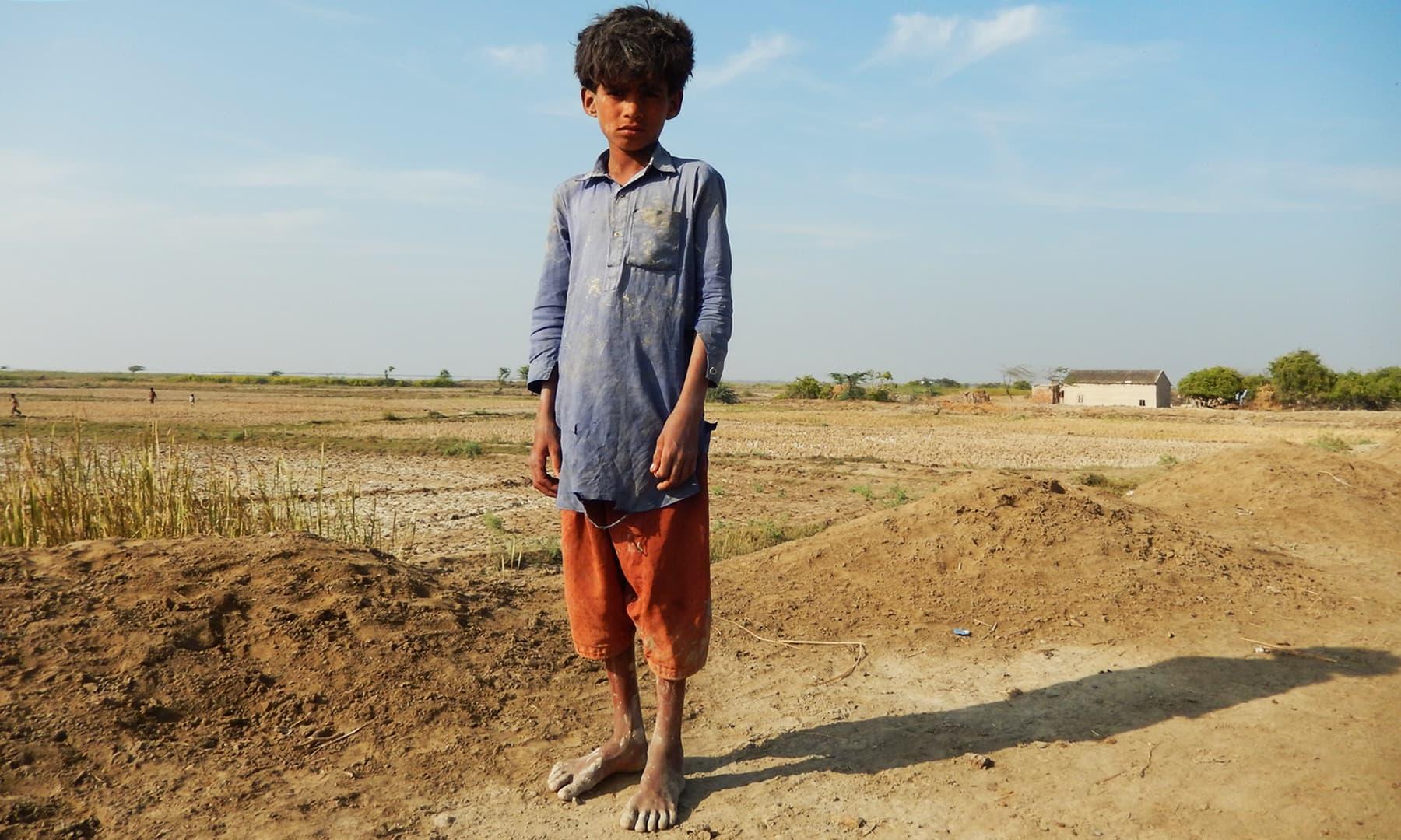 گاؤں کا ایک بچہ — تصویر ابوبکر شیخ
