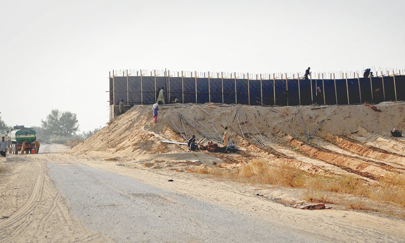 The wall of the water reservoir being built in Gorano village, 28 kilometres from Islamkot.—Fahim Siddiqi / White Star
