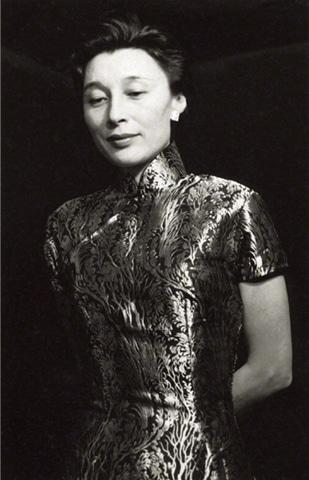 Han Suyin in 1958.— Ida Kar/Alchetron Commons