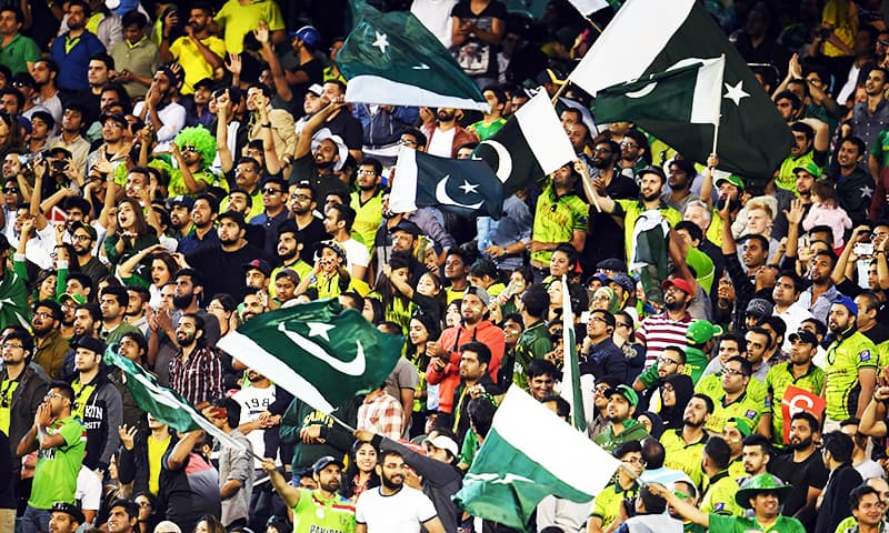 Pakistan fans cheer during the 2nd ODI against Australia in Melbourne. ─ AFP
