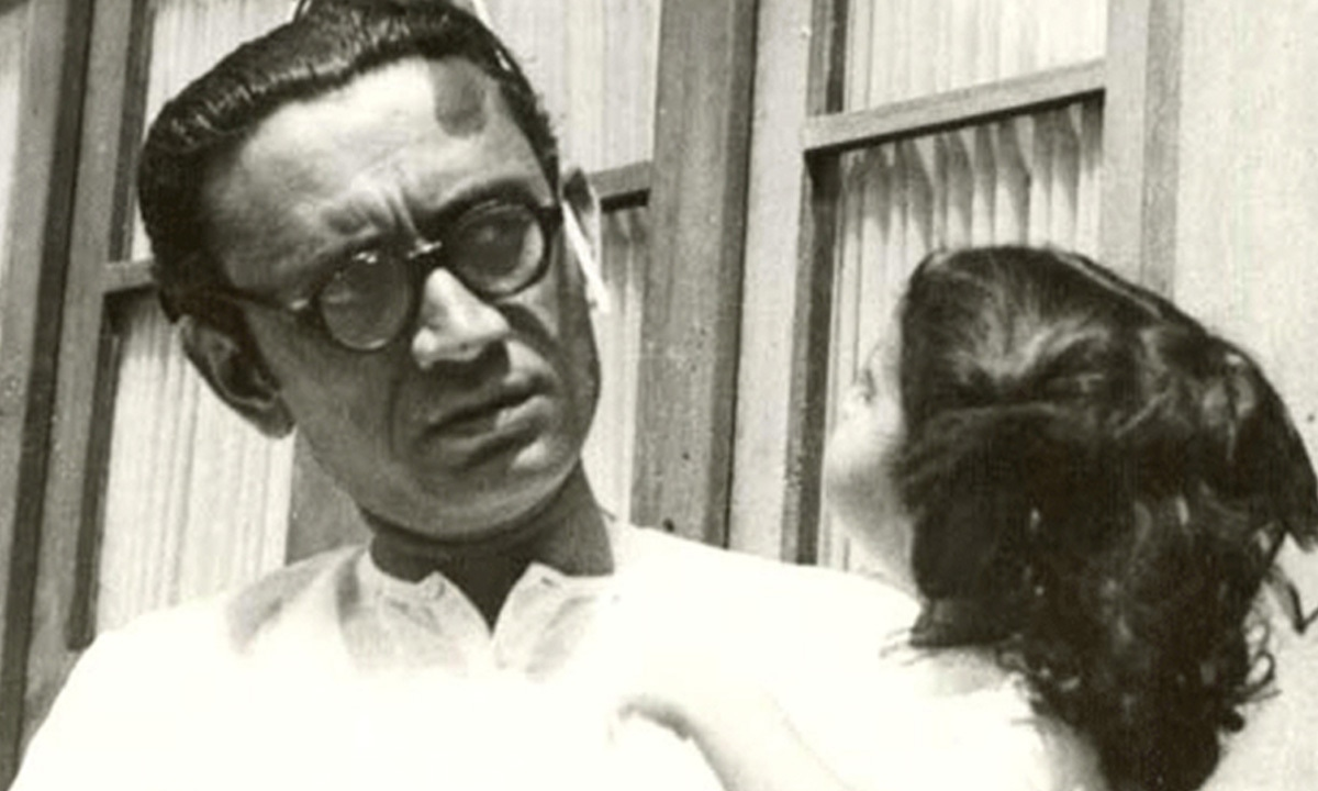Manto outside his home in Lakshmi Mansions, Lahore | Manto Family Archive