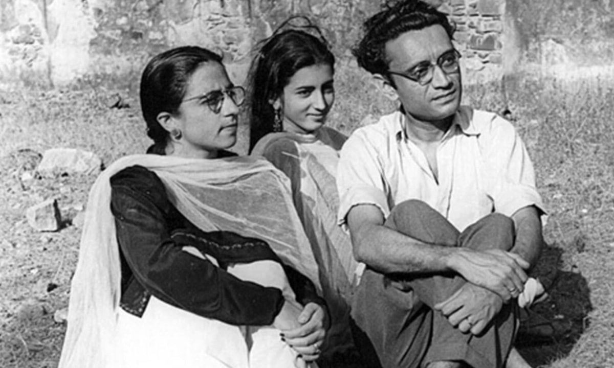 Manto with his wife Safia and sister-in-law Zakia   Manto Family Archive