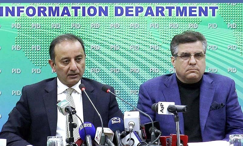 Adviser to the PM Musaddiq Malik and PML-N leader Danyal Aziz addressing a press conference. — APP