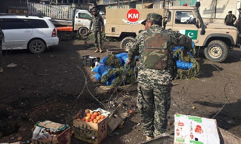 دھماکے کے بعد ریسکیو اہلکار اور سیکیورٹی فورسز جائے وقوع پر پہنچ گئیں—۔فوٹو/ اے ایف پی