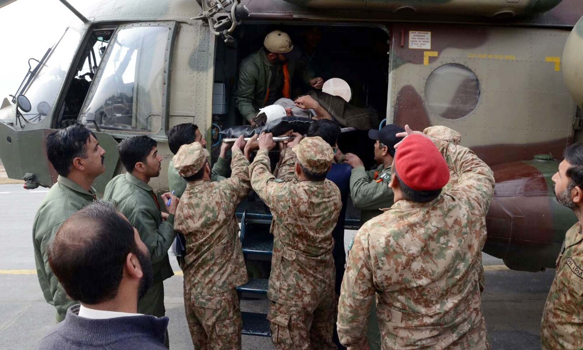 Army soldiers evacuate injured of Parachinar blast. —PPI