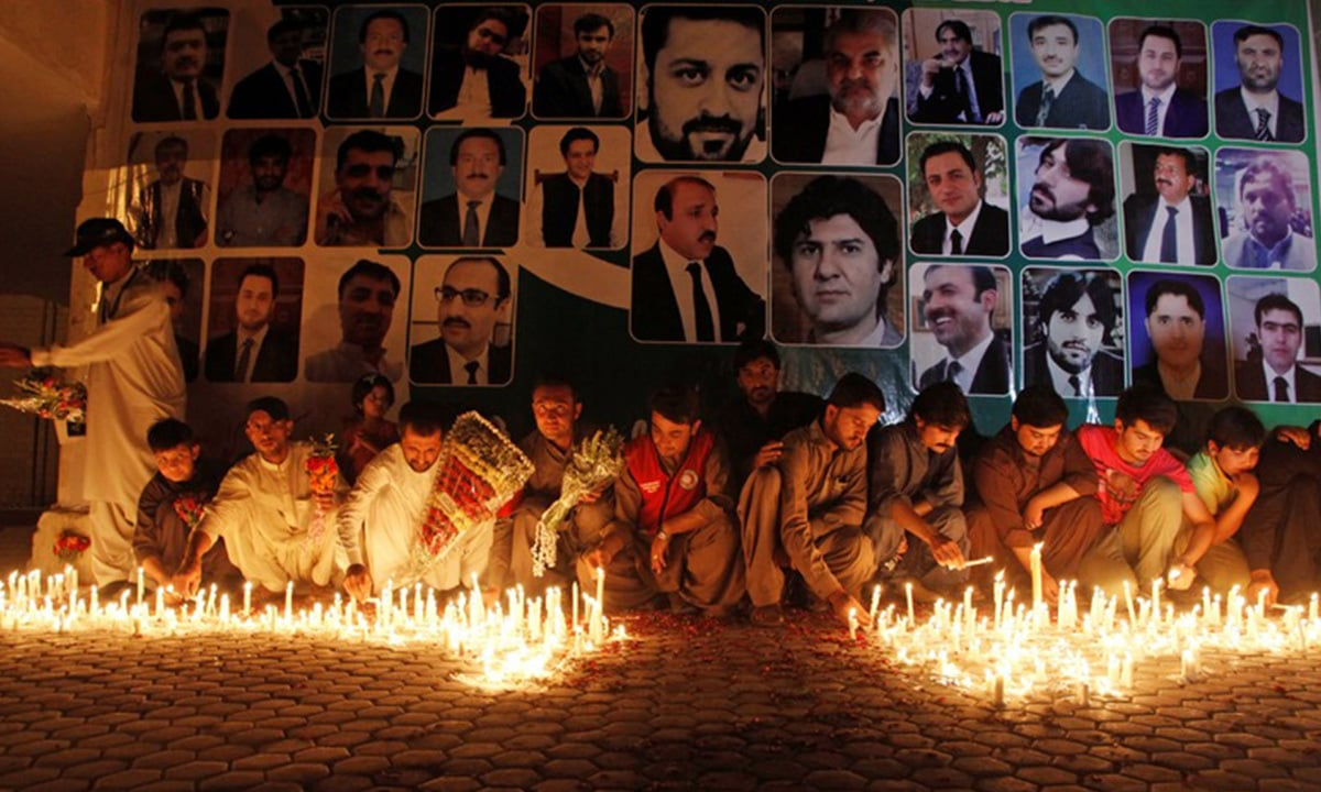 Residents of Quetta light candles for lawyers killed in the blast at Civil Hospital in August 2016 | Reuters