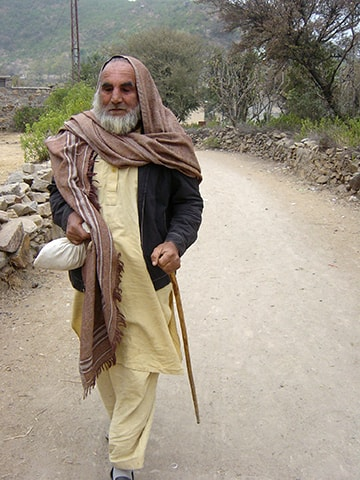 حافظ صاحب کے نام سے مشہور محمد انور—۔فوٹو/ طارق حبیب