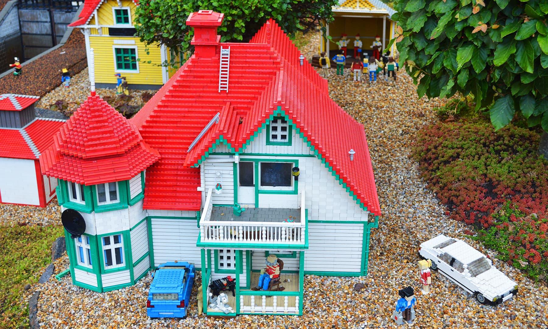 لیگو کے یونٹس سے بنایا گیا ایک گھر — تصویر رمضان رفیق