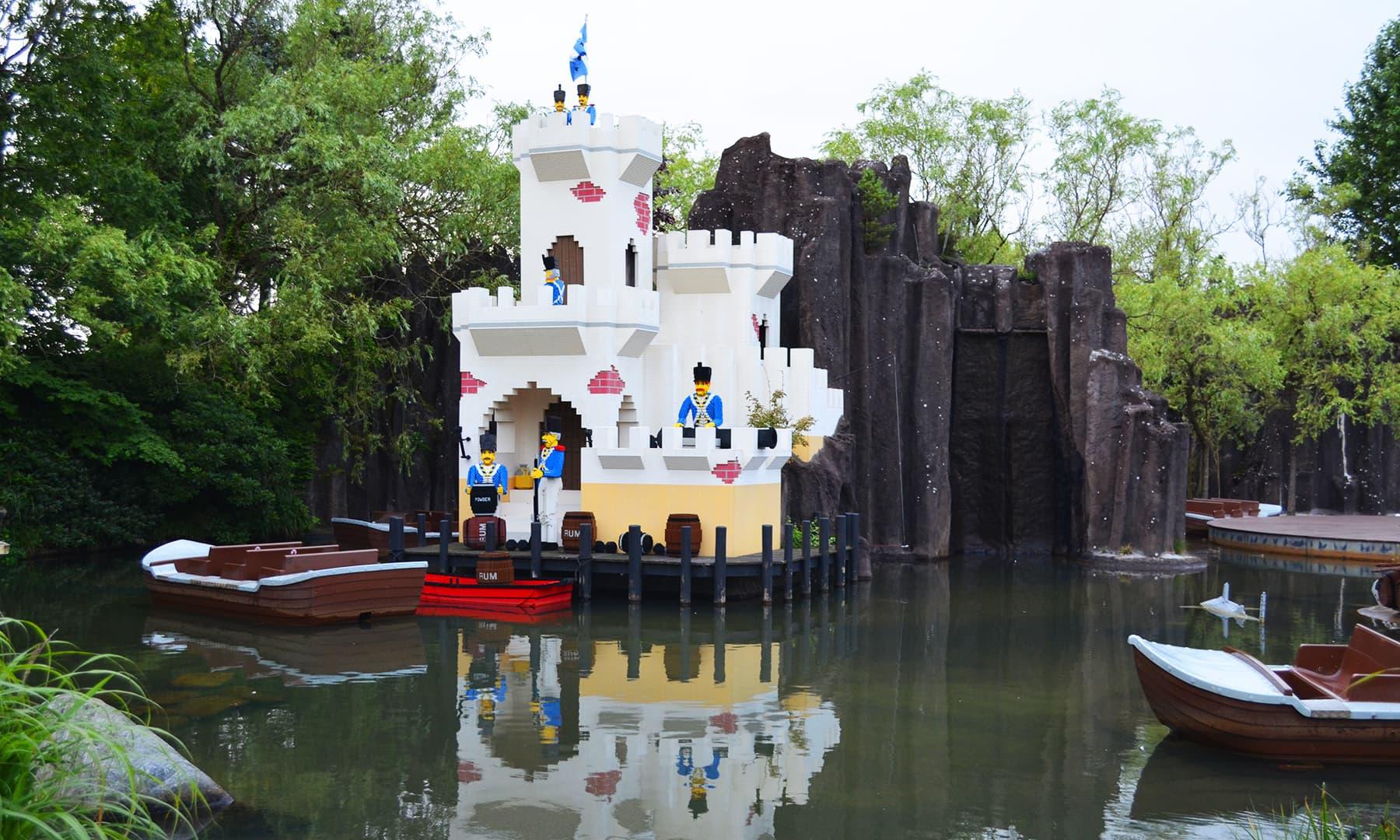 لیگو لینڈ میں دنیا کے مختلف شہروں کی عکاسی کے لیے لیگو استعمال کیے ہیں — تصویر رمضان رفیق