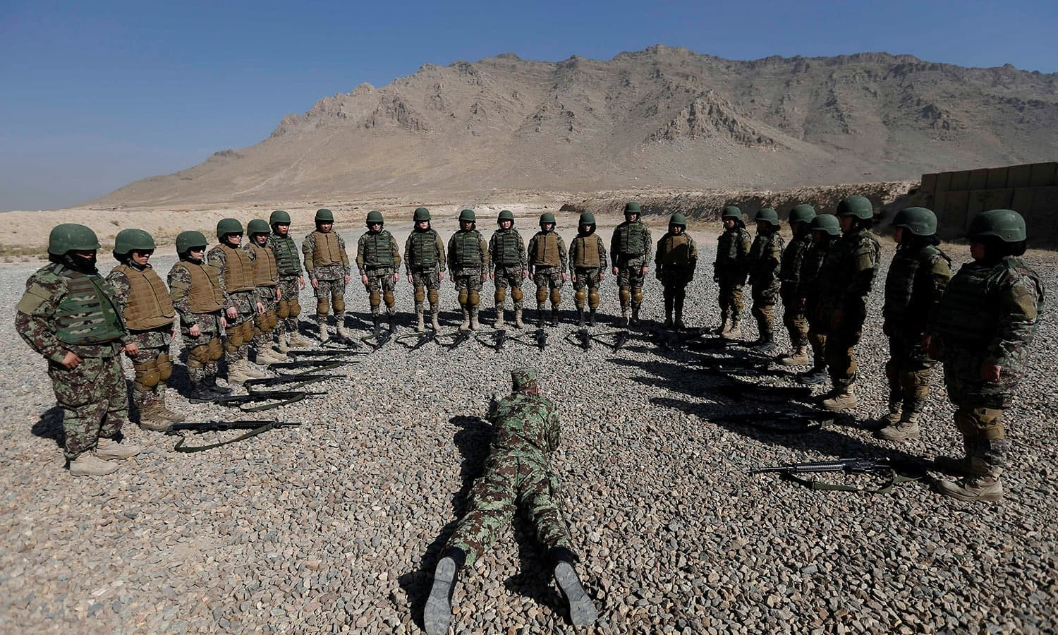 da26de740 Female soldiers from the Afghan National Army (ANA) take part in a training  exercise. '