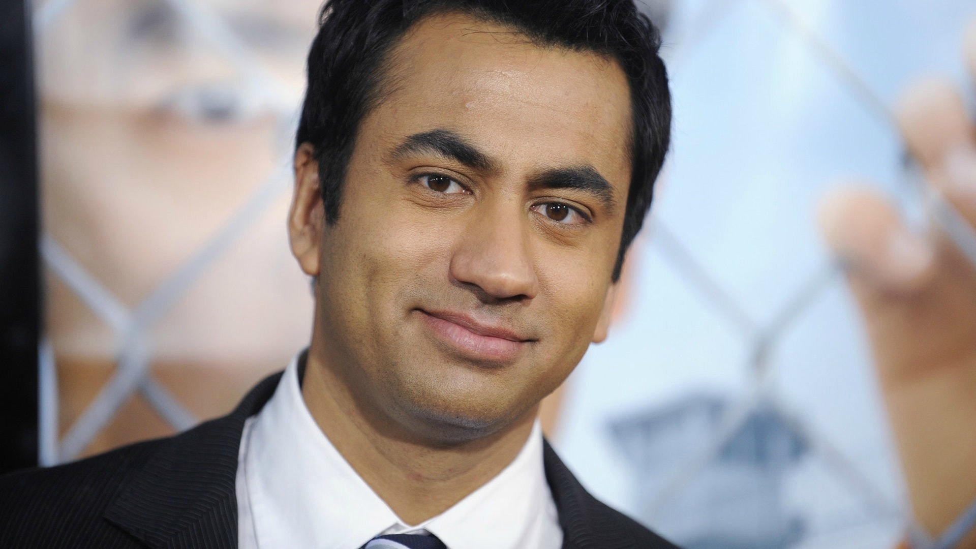 Kal Penn gets told he doesn't belong in the US, starts fundraising for Syrian refugees