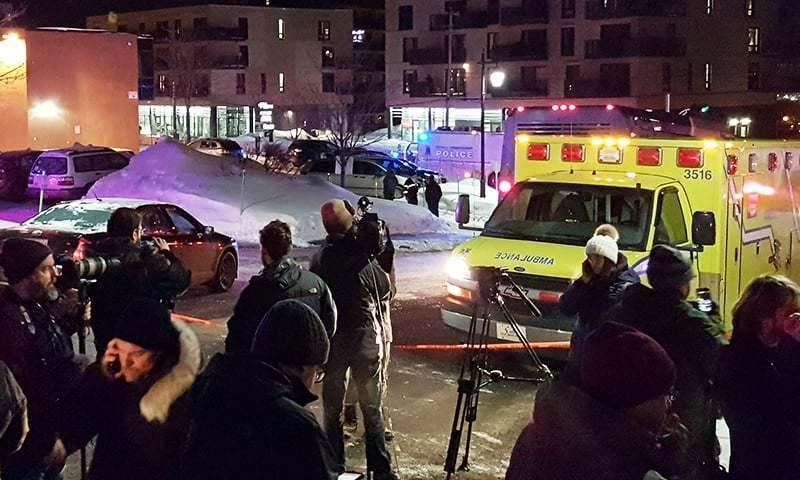واقعے کے فوری بعد پولیس اور ایمبولینسز جائے وقوع پر پہنچ گئیں—۔فوٹو/ رائٹرز
