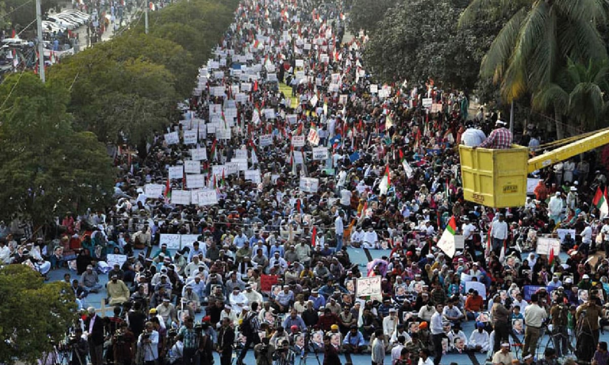 MQM supporters express solidarity with their party chief Altaf Hussain during a rally in Karachi, February 2014 | INP Photo