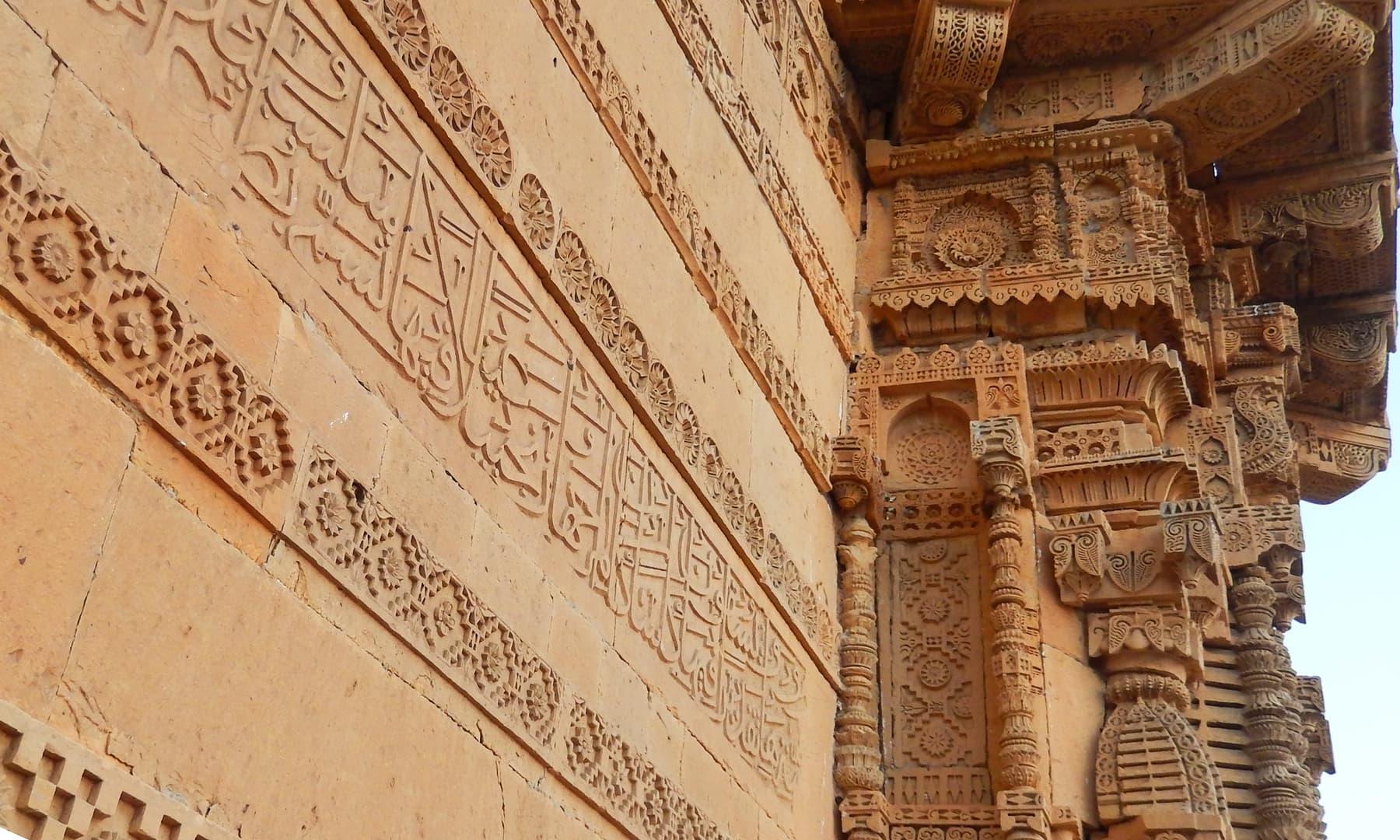 مکلی کے مقام پر سنگتراشی کے شاہکار نمونے — تصویر ابوبکر شیخ