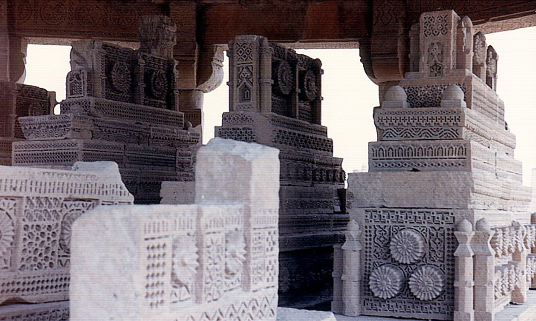 چوکنڈی طرز کی قبریں — تصویر ابوبکر شیخ