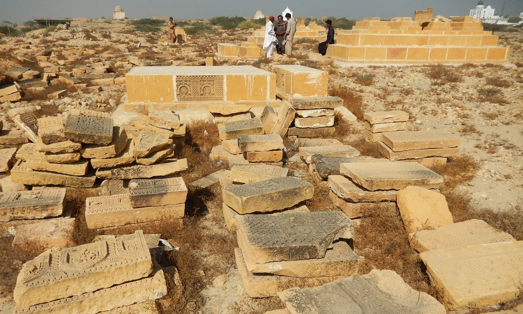 پیر پٹھو کا قبرستان — تصویر ابوبکر شیخ