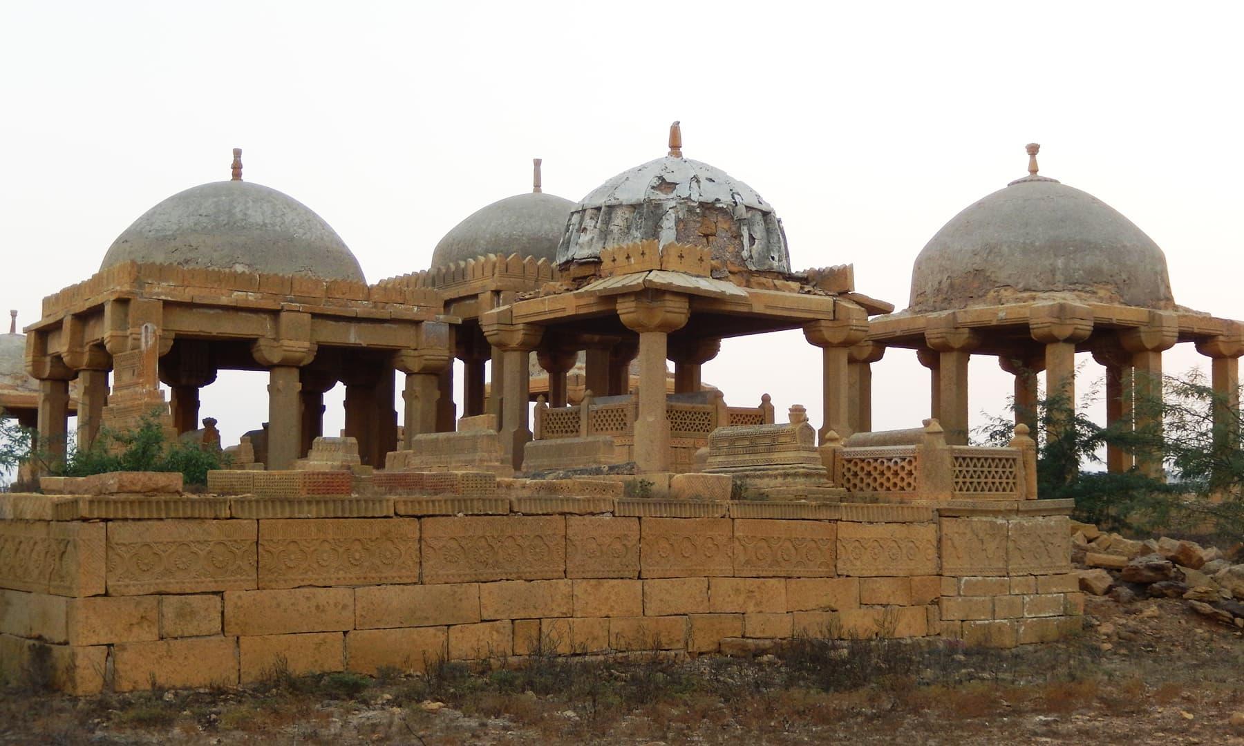 پلیجا قبرستان، جھرک — تصویر ابوبکر شیخ
