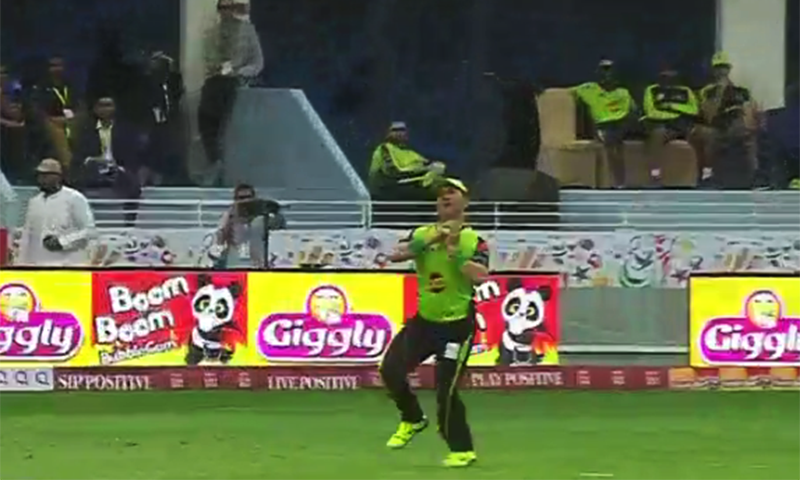 Yasir Shah's brilliant catch. — DawnNews