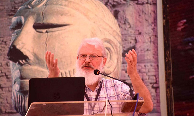 امریکی یونیورسٹی آف الاسکا کے پروفیسر برین ایڈورڈ ہیم فل بھی کانفرنس میں شریک ہوئے—فوٹو: اے پی پی