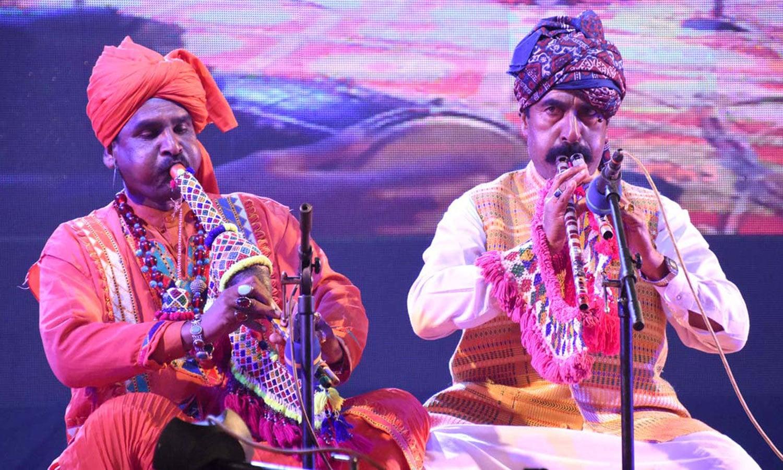 پروگرام میں سندھ کے روایتی موسیقی کے سازندانوں نے بھی شرکت کی—فوٹو:اے پی پی