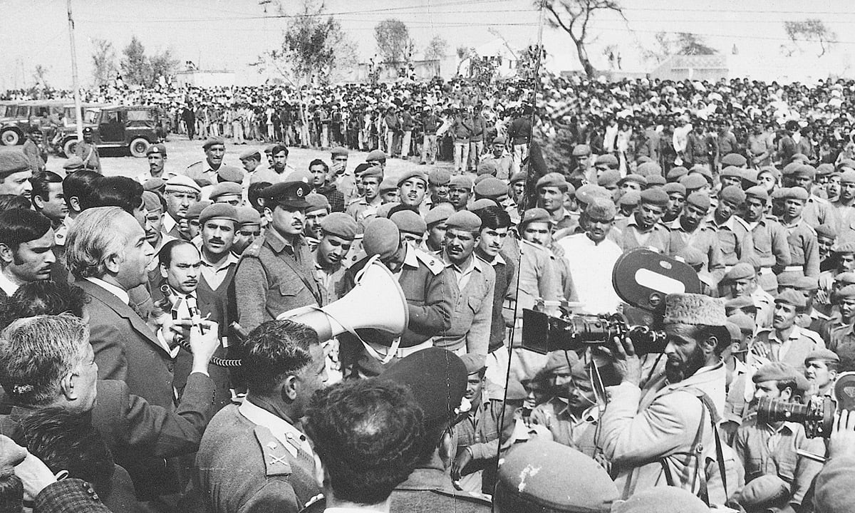 Zulfikar Ali Bhutto addresses personnel of the Pakistan army | White Star Archives