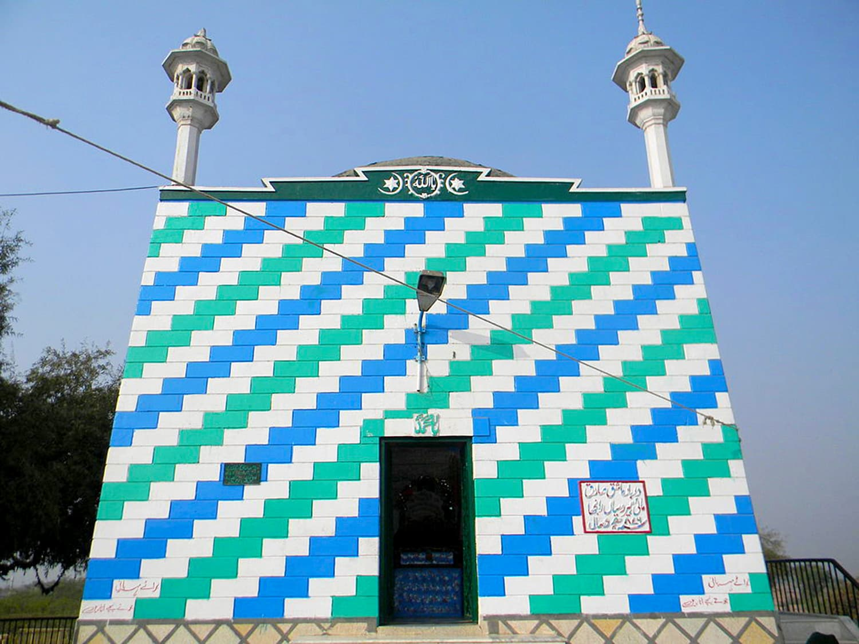 Heer-Ranjha's tomb in Jhang, Pakistan. [Photo: Khalid Mahmood via Wikimedia Commons]