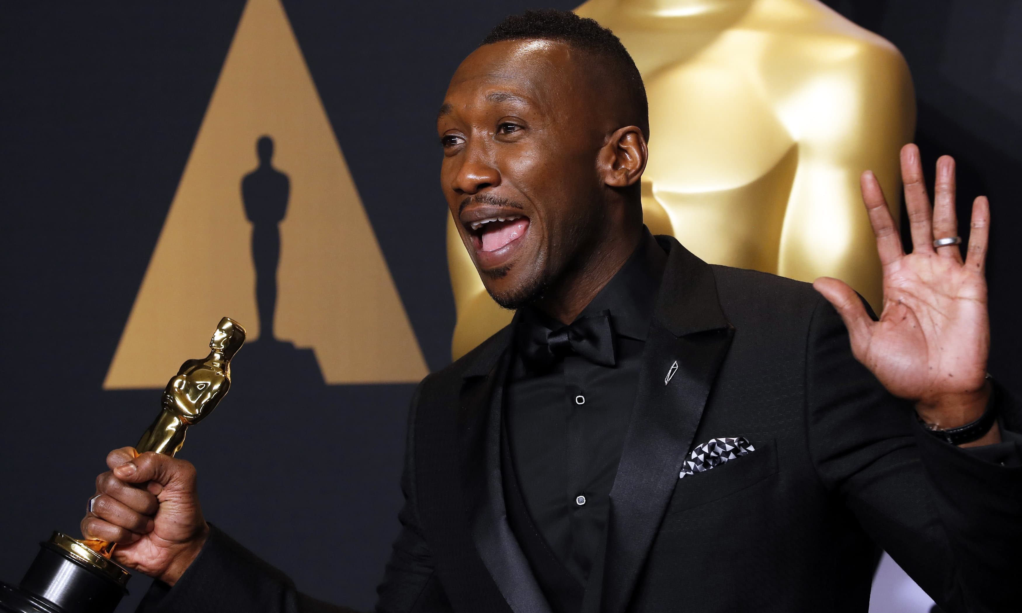 "Mahershala Ali of ""Moonlight"" poses with his Oscar for Best Supporting Actor. —Reuters"