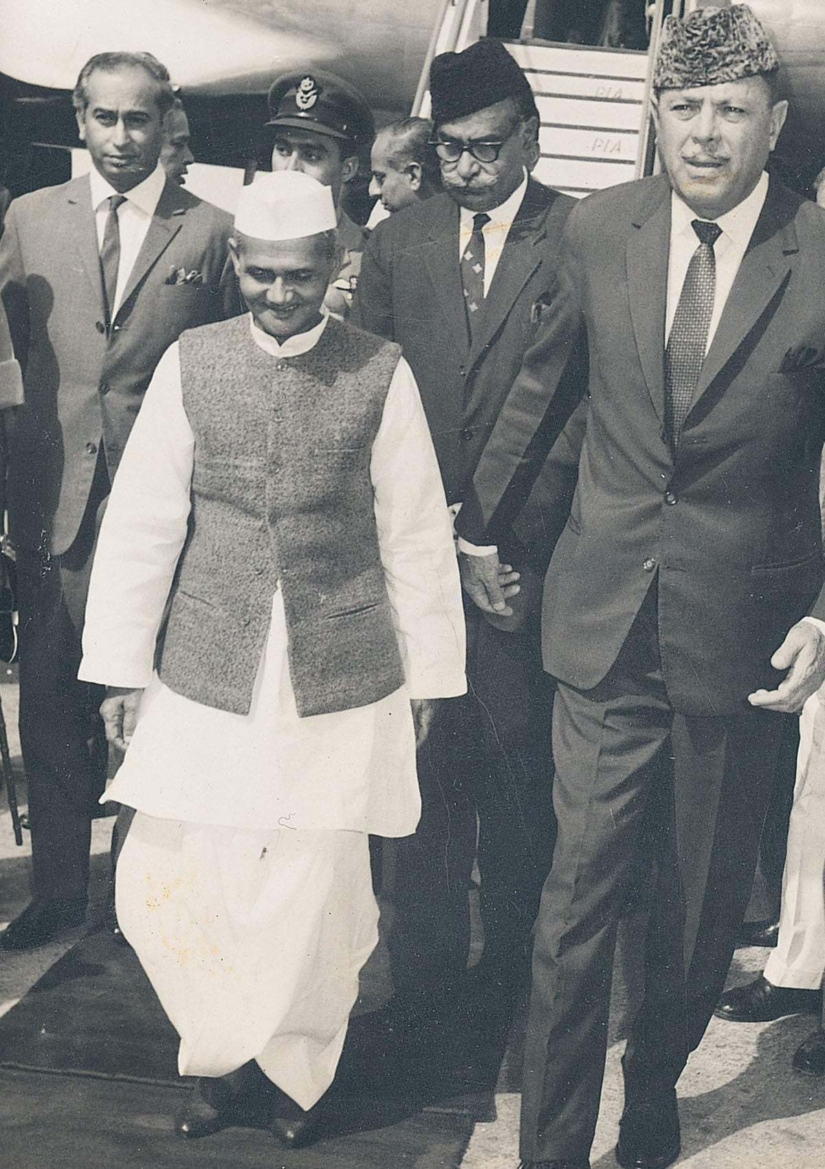 Ayub Khan with Indian Prime Minister Lal Bahadur Shastri at Karachi airport in October 1964 | White Star