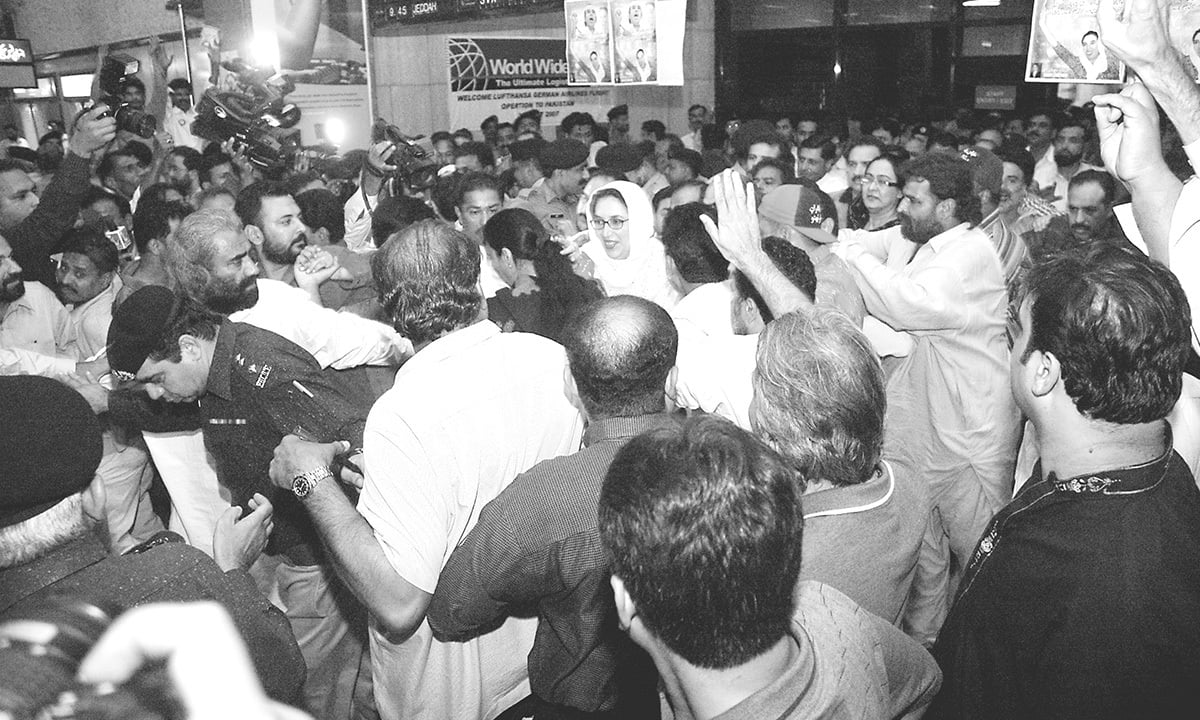 Benazir Bhutto at Karachi airport upon her arrival on October 18, 2007 | White Star