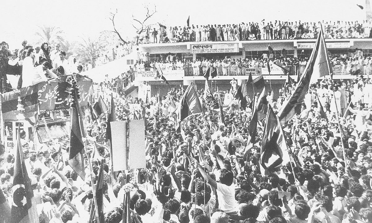 Benazir Bhutto's welcome procession in Lahore in 1986 | White Star